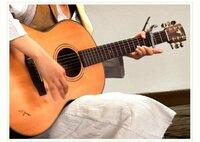 predawnのヤイリのアコースティックギターはどれでしょう?最近のpredawnこと清水美和子さんは下の写真のアコースティックギターを使っていると思います。このアコースティックギターはヤイリのサイトのアコースティ ックギターカタログの中のどれに当たるのでしょうか? 自分なりに見当をつけてみたので、ANGEL series RFのリンクを貼っておきます。 http://www.yairi.c...