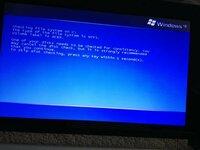 Windows XP ASPIRE ONEというノートパソコンを使っていたのですが、下の画面で電源が落ちてしまいます。 修理以外の対処法は無いのでしょうか.....?