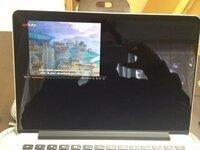 MacBookにてanitubeを全画面で表示したいのですがどうしたらいいのでしょうか?全画面表示にすると写真のようになります。safariでもchromeでも出来ません。解答お願いします。