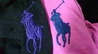 ラルフ・ローレン RALPH LAUREN 服ファッション  ラルフ・ローレンの ポロシャツのロゴ違いについて。  ラルフ・ローレンのポロシャツは 日本で販売されているものと 海外で販売されてい るものと 違いは...