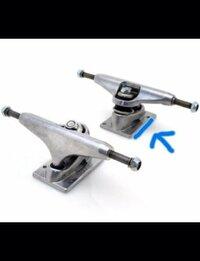 スケボー SK8 スケートボード トラック、デッキについて 1、スケートボードのトラックは、サイズなどがありますか? 2、画像にある青い線を引いてある所の長さもサイズによって変わりますか? (青い線を引いてあ...