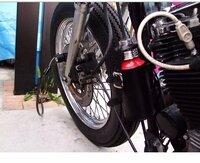 バイクの携行缶についつ質問です。 よく、エンジン付近につけてたりしますが、危なくないんでしょうか。