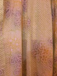有松鳴海絞りの浴衣を買いました。地は綺麗な黄緑色で、うぐいす餅とか若草とか、そんな色。それに薄いグレーや黄色も使われていて、その色合いがとても気に入りました。柄は紫陽花です。 とりあえず今は、手持ちの生成りに緑や朱色で線の入った(献上柄ではない)博多の名古屋帯を合わせていますが、せっかくなのでもっと涼やかな紗献上をひとつ欲しいと思い始めました。 (半幅はあまり好きではないので、買うつもりも使...