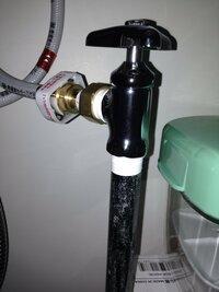 三栄水栓 【止水栓本体】 ハンドル式 JV22A-X3-13 を 配管に 取付ける場合 接続部に アスベスト等の パッキンが必要なのでしょうか? それとも シールテープだけで 取り付けたら 良いので しょうか?