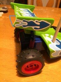 おもちゃ 修理 について。 おもちゃを壊してしまい自分で修理しようと思っています。 どなたか詳しい方教えていただけませんか? 青い線の部分のウイングが欠けてしまいました。欠けてしまっ た部分は行方不明...