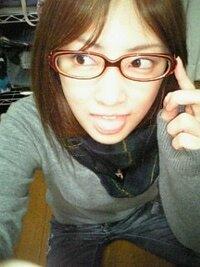北川景子さんはバラエテイとかでメガネをかけていますね。 視力は0.1無いと聞きましたが 本当にそうなんですか? あまりメガネの度が入ってないように見えます