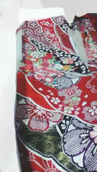 この振袖には何色の袴を合わせたらいいでしょうか? 私服校なので来年の高校の卒業式に着ていくのですが、 そろそろ袴を予約しないといけません。  おすすめの色があれば教えて下さい!!