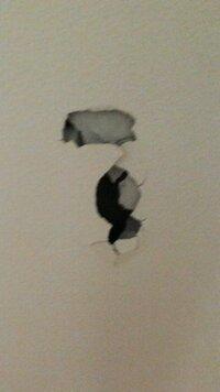 壊れた壁の修理代  ある事情で、壁に穴が空いてしまいました。  縦 25cm 横 13cm 程です。  一軒家なのですが、どの位の費用がかかりますか? 急ぎデス、よろしくおねがいします。