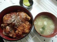 北海道帯広市名物の「ぶた丼」です  味噌汁、漬物付きで税込いくらでしょうか?