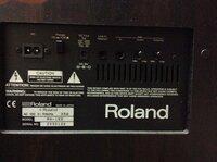 ローランドのパワードスピーカー(MA-100)をTVに直接繋いで使用したいのですが、どのようなケーブルが必要でしょうか?オーディオ素人なのでわかりません。回答宜しくお願いします。