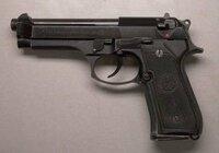 写真の銃の安全装置はどこなのか教えて下さい
