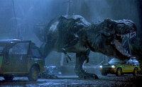 ジュラシックパーク 映画ジュラシックパークでティラノサウルスが車と同じスピードで走るシーンがあるんですが、あんなに巨躯な体で速く走れるんでしょうか?