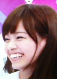 乃木坂46の西野七瀬さんについて質問させて下さい。 西野七瀬さんは、何故大きめの差し歯にしたのですか? そもそも、何が原因で差し歯にしたのでしょう? 出っ歯にみえるのでやめた方がいい ですよね?