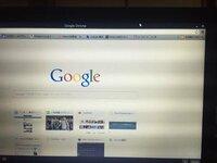 windows8.1でGoogle Chromeを開くとwindows8で開くとでてきて、それでいつもネットを使っています。けどカーソルを上にやると※写真を見ていただくと黒い帯がでてきて、邪魔なんです。いちいち左クリックするのも嫌...