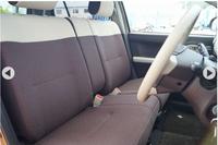 自動車で運転席が ベンチシート(平らなシート)って怖くないですが?  特にワインディングロードで 身体左右に振られそうなイメージが…笑