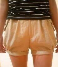 洋服のリメイクについてです。 スカートやショートパンツをかぼちゃパンツ?(バルーンパンツ?)にリメイクすることってできますか? また素人でもできるような作業ですか? イメージは画像のもう少し丈が長い感じです。 回答よろしくお願いします!