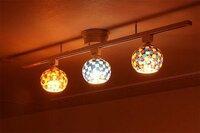 照明のタイプによる電気代について 写真のように、 一つのところから複数照明をつけられるタイプと、 一般的な、一つのところから一つ照明がついているタイプでは電気代は複数の方が高くなりますか? 同じくらいでしょうか? 教えていただきたいですm(_ _)m