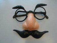免許証の条件に【眼鏡等】が付いてる場合、鼻メガネでもOKデスカ? その場で視力検査はできないデスネ?