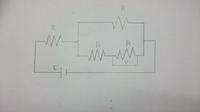 画像に示す回路の合成抵抗と画像中の電位差Vを求める問題なのですが、解説と解答お願いします。