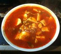 朝からラーメンです 辛ラーメンは好きですか? 辛いのが好きなので麻婆豆腐と コラボして食べました 熱い、暑い〜!