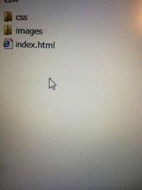 CSSの外部参照のリンクの貼り方についてです。 HTMLにCSSのリンクを貼りたいのですがこの画像のような場合 どのように 書いたらいいのでしょうか。