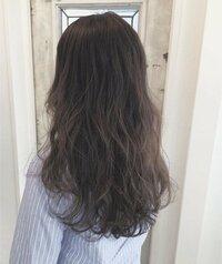 ブリーチを使ったハイライトってどれくらい痛みますか?  髪の毛が細くブリーチは絶対しないほうがいいと言われ続けてきました。  ほそーく写真のようにハイライトを入れる場合も痛みは激し いのでしょうか?