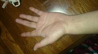 バイクのグローブサイズについて教えて下さい。 父へバイクのグローブを内緒でプレゼントしてあげたいです。 父は手が大きく中指から手首まで21センチ 親指を抜いた拳の回りが23センチあります  クシタニを買うつもりですが、Lサイズでも大丈夫でしょうか??