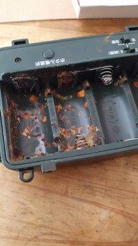 電池ボックスのバネってホームセンターで買えますか??  オークションで購入した商品なんですが、中の電池が腐食していました。バネとか取り替えたらまた使えるかなぁと思ったんですがどこで 買えばいいですか??
