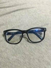 メガネについて 男です。自分は中学、高校時代から顔が小さいとよく言われてきました。なのですが、去年メガネのプリンスという所の通販で(恐らくオーバル型)メガネ(49□18 139)を買って、それを掛けるとフロ...