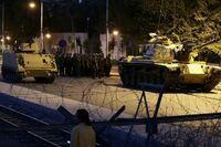 軍事クーデターと米国について質問です。 2016年7月15日にトルコで、トルコ軍の一部が軍事クーデターが起きたのですが、クーデターは失敗に終わったのですが、軍隊によるクーデターは我が国、日本をはじめ世界各国に起きているのですが、ここで質問です。 なぜ米国は一度も、軍部あるいは一部の軍隊によるクーデターが起きないのでしょうか?