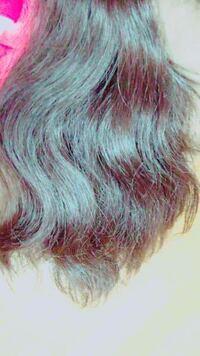 私の髪の毛は画像の通り、髪の毛が長くかなり傷んでいます。しかも、くせ毛で最悪な感じです。 学校に行くときは、いつも朝アイロンをして洗い流さないトリートメントをつけています。 そうしないともう大変なこ...