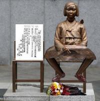 売春婦像(慰安婦像?)  韓国の各地に乱立する売春婦像を下記のような物に変えるとあんまり問題にならないと思いませんか?