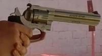 銃の名称について  画像の銃の名前はなんていうものでしょう? 以前アメリカに行った際に射撃をしたのですが、こちらの銃の名前がわかりません。 一応、.38Special弾を使用だったはずなのですが・・・  宜しくお願いします。