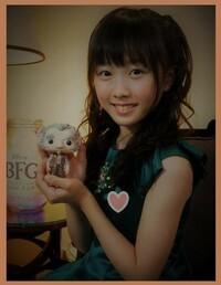 本田望結ちゃん、凄く可愛くなりビックリ! 目が離れているお姉さんより、大人っぽい可愛さになっているし♪  フィギアスケートはお姉さんにまかせて、女優+ミニスカハイソで歌って踊るアイドルが最適ですよね?
