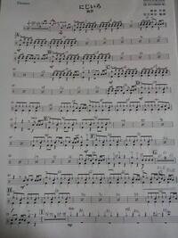 打楽器(ドラム)の質問です。 この楽譜のDに入るまでのスネアはずっとロールですか?