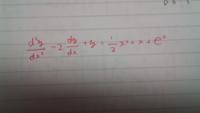 微分方程式の質問です。 写真の微分方程式の解き方がわかりません。特に未定係数法での予想のたて方がさっぱりです。。。 宜しくお願いします。