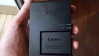 ミラーレスカメラのバッテリーの症状について詳しい方に教えて頂きたいです。 先日、 ヤフオクで中古のCanonのミラーレスカメラ(EOS-M3)を買いました。  届いて当日4時間程は普通に使えたんですが、 翌日にバッテリー(LP-E17)を充電する為コンセントに指したら、 オレンジ色に点滅します(1秒おきに)。 緑色に点灯してない満タンになってない状態で、カメラに挿入して電源を入れてみると、 ...