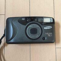 フィルムカメラ / シャッターが切れない こんにちは。以前から気に入って使っていたフィルムカメラのシャッターが切れなくなりました。  カメラは 「SAMSUNG Slim zoom 70S」で、少し珍しいというか、あまり使っ...