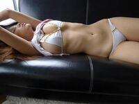 昔アイドルの掲示板で拾った画像ですが、このセクシーな女性は板野友美さんですか?誰なのか教えてください。