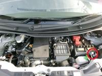 車のエアコンガスチャージについて   スズキのワゴンRスティングレー(H21年式 MH23S T 4WD)のエアコンガスを入れることになりました。 ですが、H(高圧)側は見つかりましたが肝心なガスを注入するL(低圧)側が見つかりませんでした。 ※画像の赤丸がH側です。 L側はどのあたりにあるでしょうか?