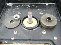 刃物研磨機用の軸変換できる部品を探しています。  軸径は12.7mm 砥石孔径が18mmです。  軸変換できる、スリーブか写真画像の様なフランジを探しています。  ご存知の方がおられましたら 、購入先など、教...