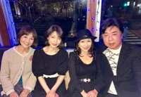 1995年に芸能界を引退して以来、 消息不明だった浜田朱里さん、 日高のり子さんのブログの中に写ってました。 (どう見ても左から2番目) 現在54歳の朱里さん、どう思われますか? 劣化の度合いとか。  htt...