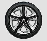 皆さんはタイヤのロックナットはされていますか? また、純正タイヤにロックナットは要ると思いますか?  プリウス50の17インチタイプです。