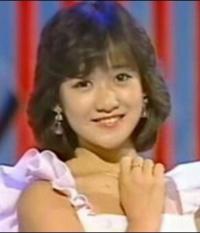 1986年4月8日に亡くなった岡田有希子さんの葬儀に弔問献花した芸能人には、どんな人がいたのでしょうか ? また参列者数は、どれくらいだったのですか?