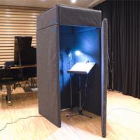 防音室についての質問です。 アパートに住んでおり、歌とアコースティックギターを気兼ねなく練習したいと思い VERY-Q VQ910 Vocal Booth Set(吸音タイプ)[簡易防音室]  の購入を考えて いますが、しっかり...