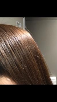 ブルーブラックの髪色のオーダー  現在添付したような暗いアッシュの茶髪です。カラーチェンジしてベースを黒髪に、少し強めの青みがかったような髪色にしたいのですが、何と美容師さんにオー ダーすればよろしいでしょうか。ブリーチはしたくないです。