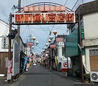 大分県豊後高田市には「昭和の街」と呼ばれる区画があります。 それと同じように(とまではいきませんが)、岐阜県美濃加茂市には東海環状自動車道・美濃加茂IC(SA)付近に「日本昭和村」という公園のような施設もあります。 どちらが「昭和」の雰囲気を味わいやすいですか?