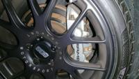 ブレーキパットを交換したのですがブレーキの当たりがかなり悪いのですが、なぜでしょうか?このままでも問題ありませんか?ちなみにもう交換してから700キロほど走行してます。純正パットです。 AMGです。