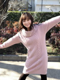 この橋本環奈の着ている服と同じのがほしいのですが どこのブランド・メーカーかわかりますか?