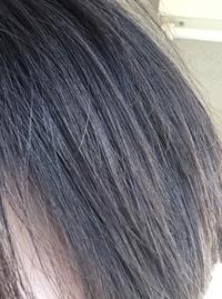 美容師さんに地毛がアッシュだ、または不思議な色だと言われます。 色白だし色素が薄いんだろうなーくらいにしか思っていませんでしたが、アッシュって青味じゃないんですか? それか知識のな い人にはわからない何かがあるんでしょうか(笑) 画像添付してみますが、これはしっかり地毛ですm(_ _)m
